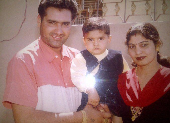 Kulwinder-Dhillon-With-Family