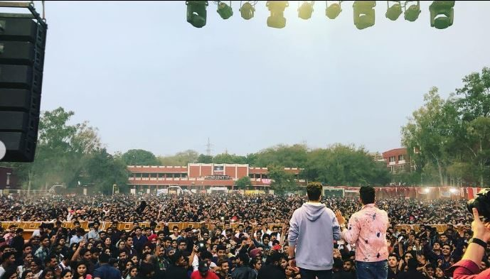 jassi gill and babal rai live stage show in hans raj collage Dehli