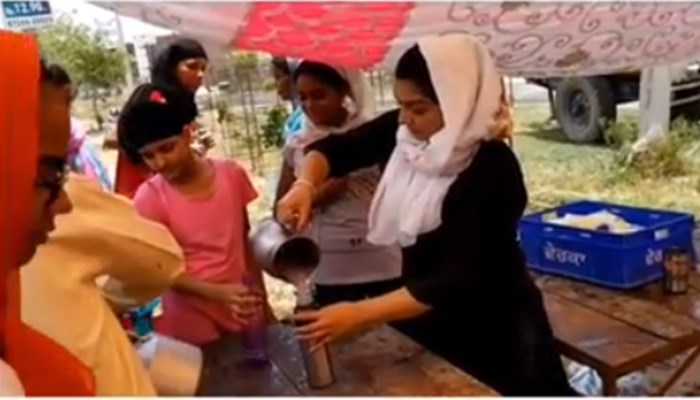 Singer Rupinder Handa Performs Sewa By Serving Chhabeel To Commuters