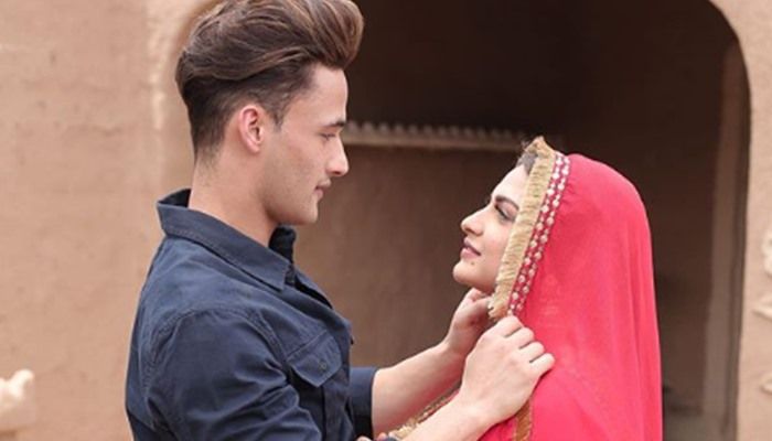 Himanshi Khurana Teases Fans With This Picture With Asim Riaz. Details Inside