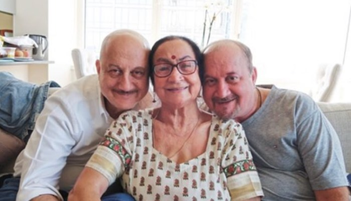 Anupam Kher Provides The Next Update On His Mother's Health. Read On