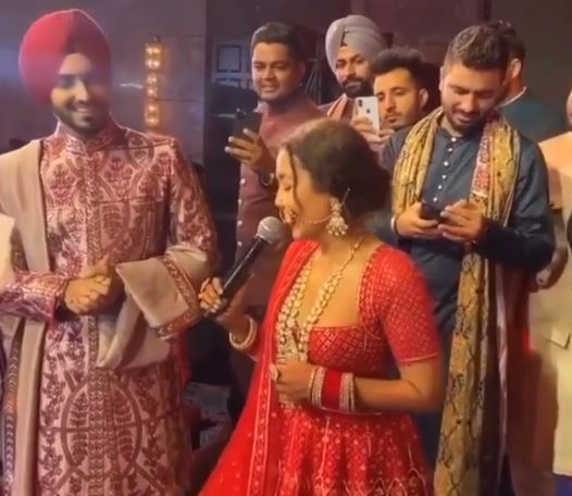 neha kakkar sing song on her wedding recepition party
