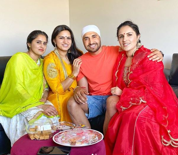 jassie gill with sister