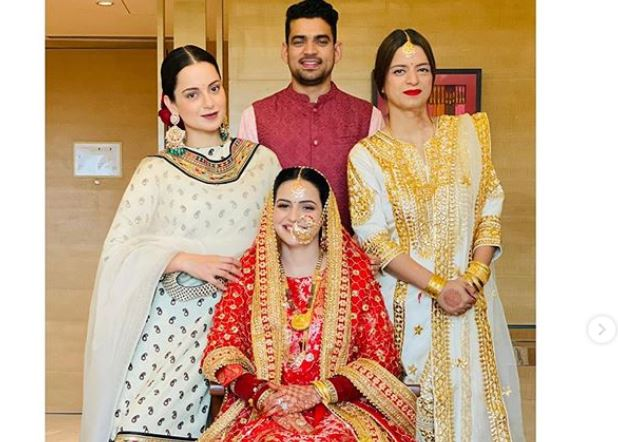 kangana with brother and sister
