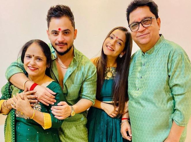 inside pic millind gaba with family