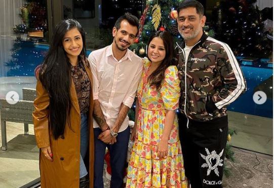 inside pic of ms dhoni and sakshi dhoni
