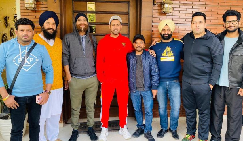 inside pic of gippy grewal with friends