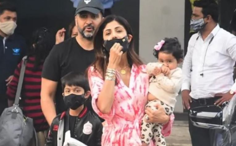 inside pic of shilpa shetty with family