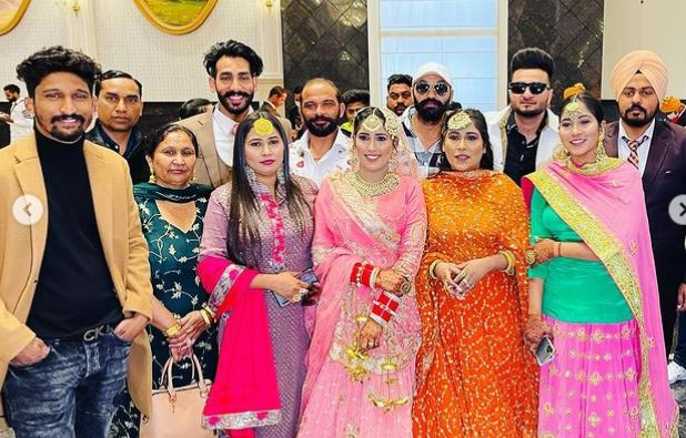 image of afsana khan with family