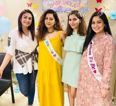 inside image of harshdeep kaur with friends