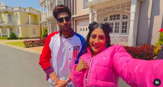inside image of jassie gill with dhanshree verma