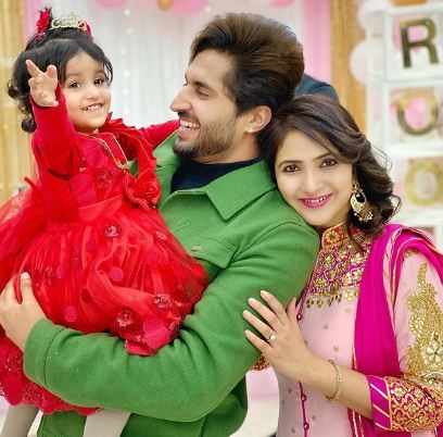 inside image of jassie gill with family