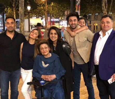 inside image of ranbir kapoor with family