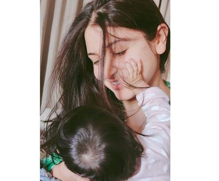 virat shared his wife and daughter
