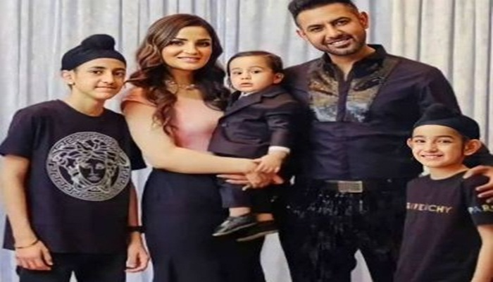 Giipy Grewal With family