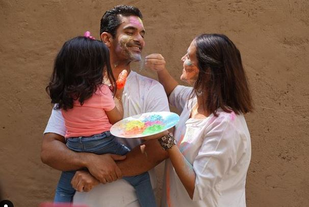 angad bedi with his family