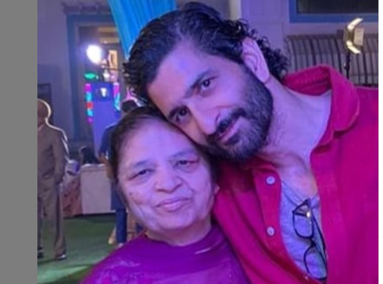 daljeet kalsi with his mother