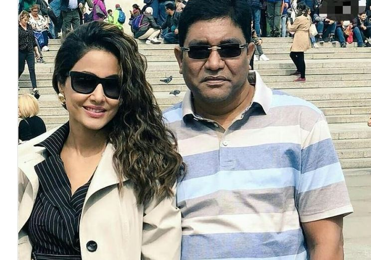 hina khan with her late father