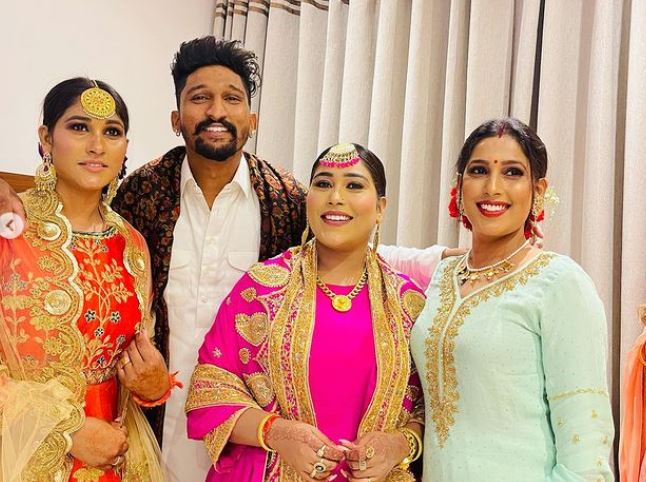 singer afsana khan with family