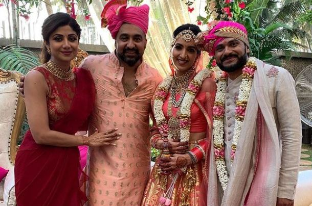 inside image of shilpa shetty with her sister in law reena kundra