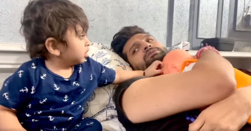 inside image of yuvraaj hans with son