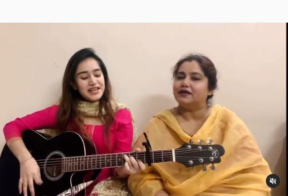 tanishq with mother