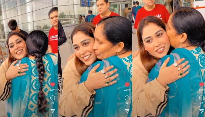 inside image of afsana khan and her mother-min
