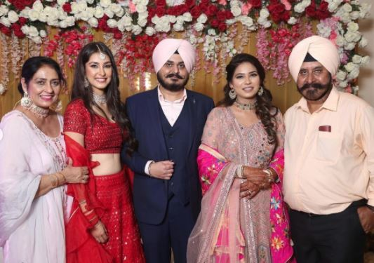 inside image of navneet dhillon brother engagment-min