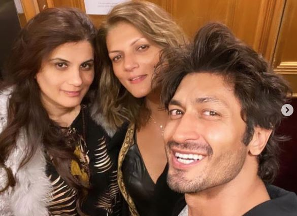 inside image of vidyut jammwal with her finace