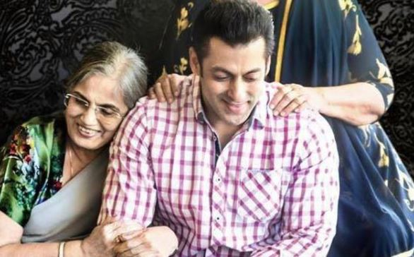 inside imge of salaman khan with mother